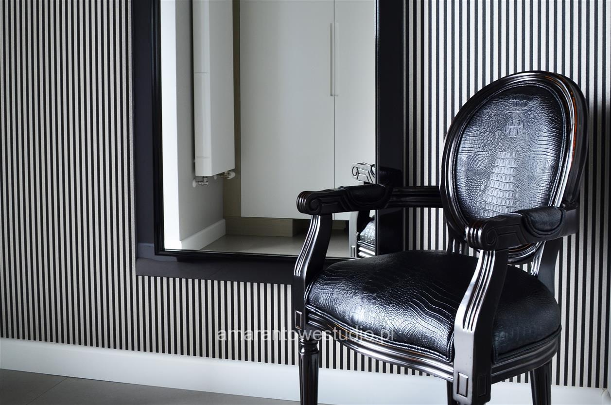 Aranżacja łazienki - nowoczesny dom w odcieniach szarości.