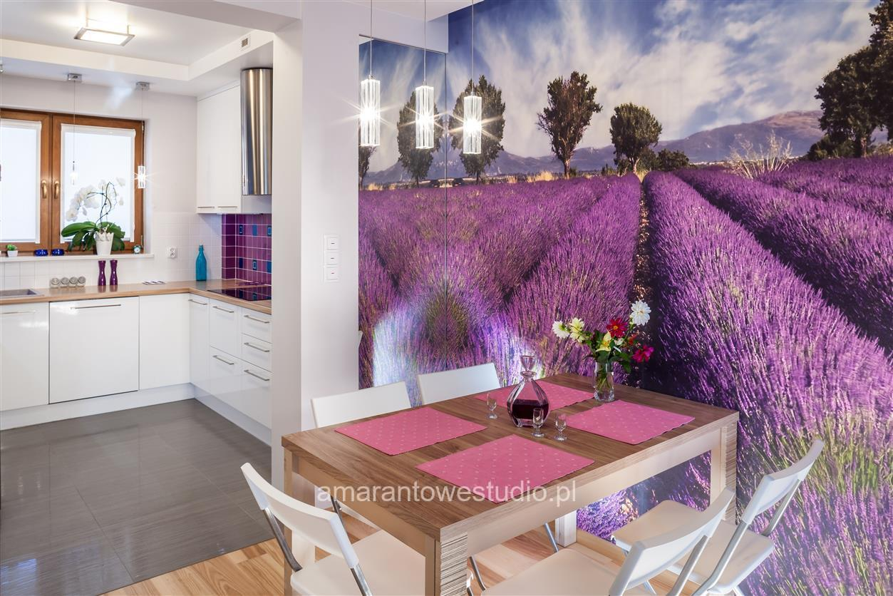 Dom w kolorze fioletowym - Inspiracje - Aranżacja wnętrz