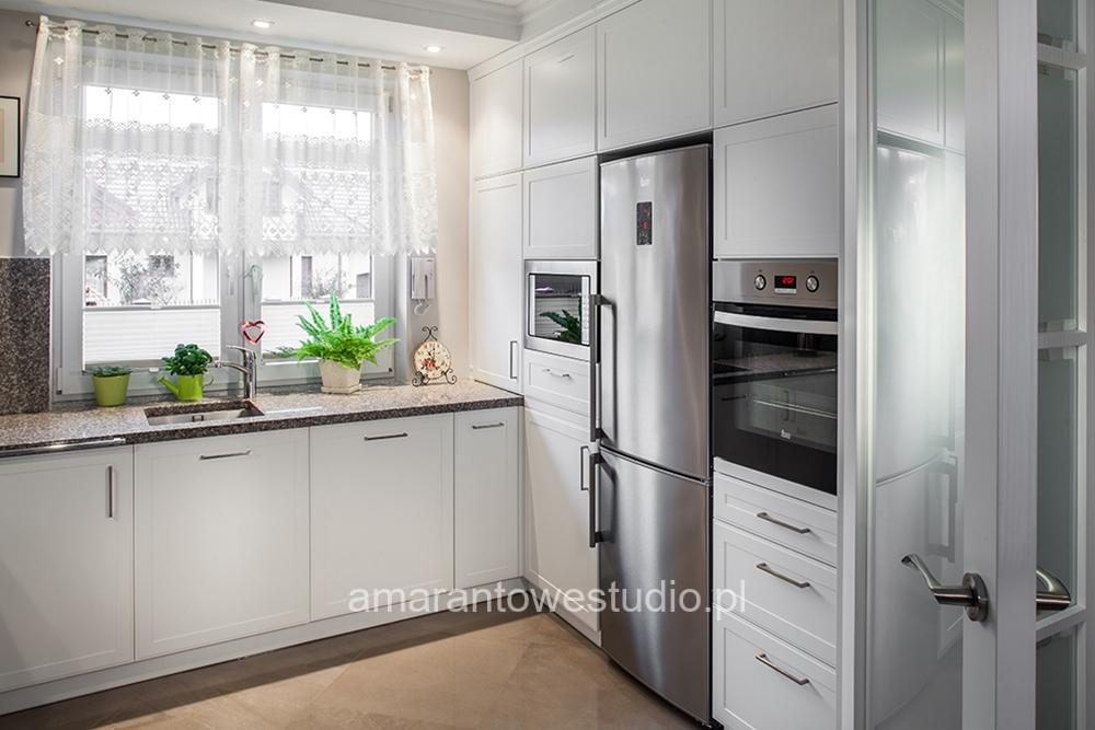 bia�a nowoczesna kuchnia � amarantowe studio