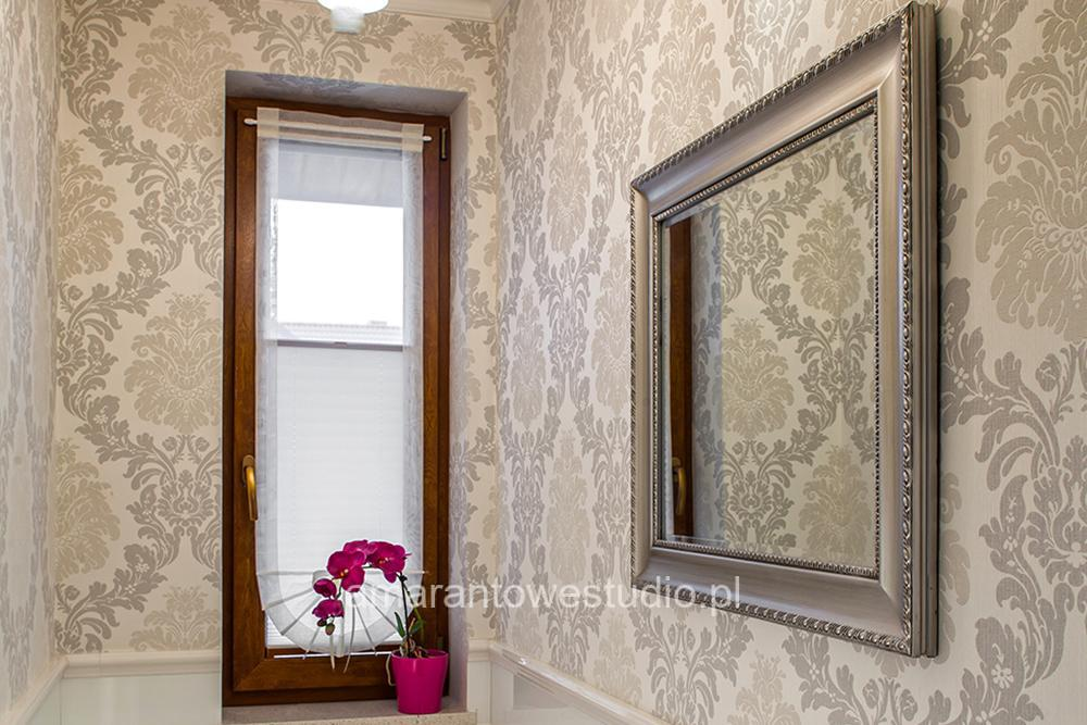 Aranżacja wnętrz w stylu klasycznym połączonym z nowoczesnością.