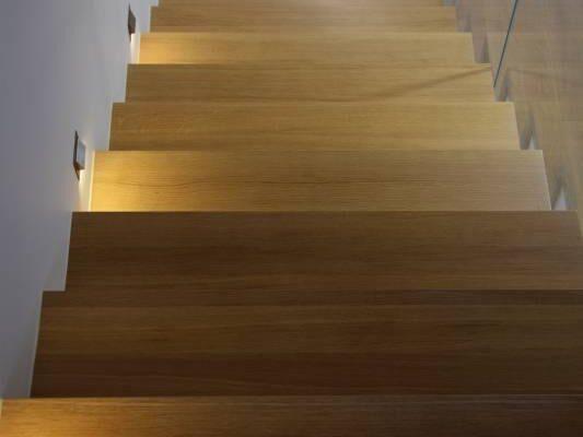 Schody w korytarzu według projektu projektanta wnętrz Białystok