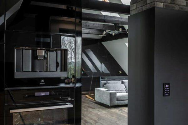 Przejście z kuchni do salonu - aranżacja wnętrza architekta wnętrz Białystok